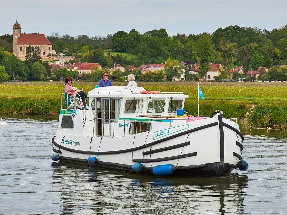 bootsurlaub mit hund, Hausboot, yachtcharter
